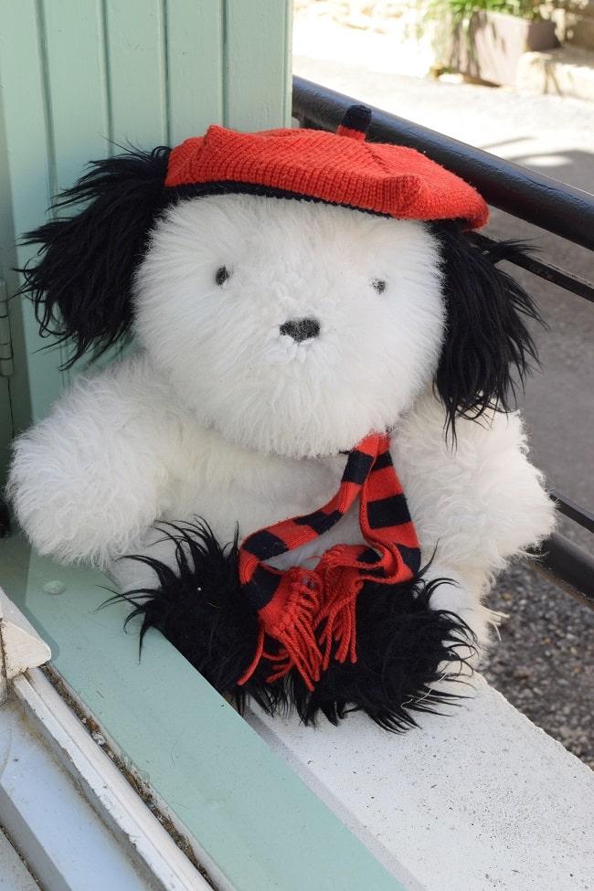 chien en peluche Galeries Lafayette