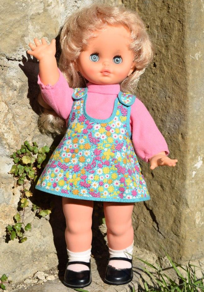 poupée Clodrey électrique marcheuse Carina