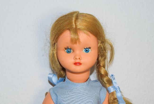 poupée Bella années 50